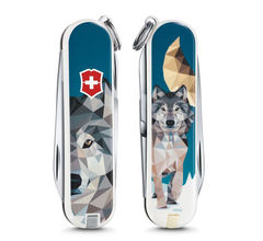 Нож-брелок Victorinox Classic Wolf is Coming Home, 58 мм, 7 функций 0.6223.L1704
